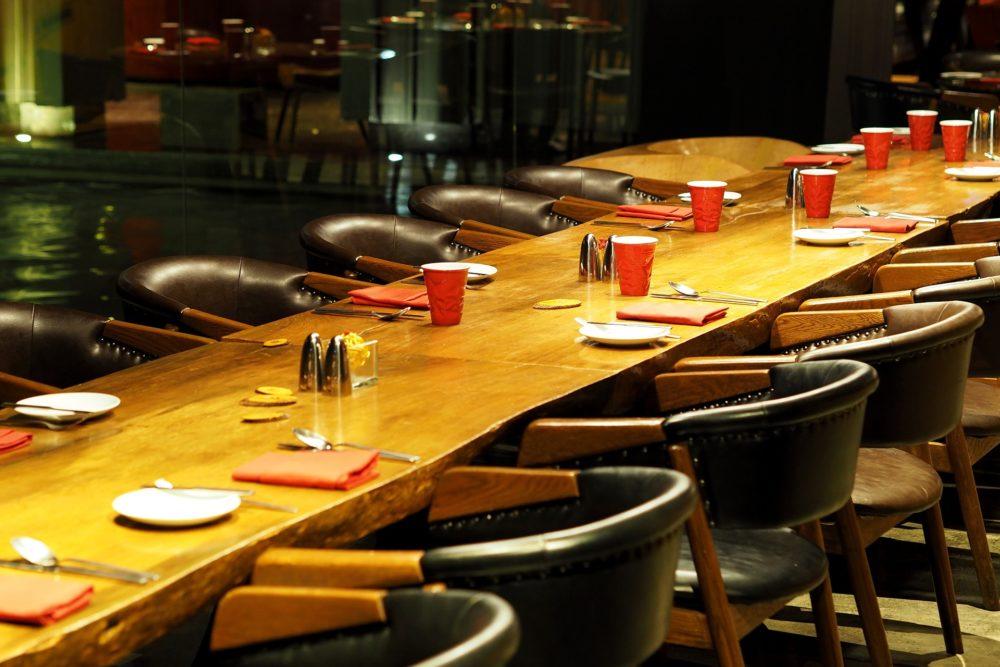 Photo table préparée pour dîner